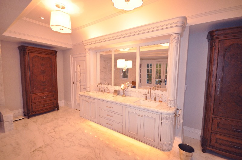vanity, white painted, freestanding armiore